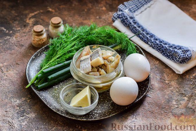 Фото приготовления рецепта: Яичные рулетики с сельдью - шаг №1