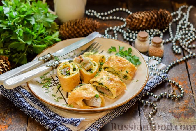 Фото приготовления рецепта: Яичные рулетики с сельдью - шаг №10