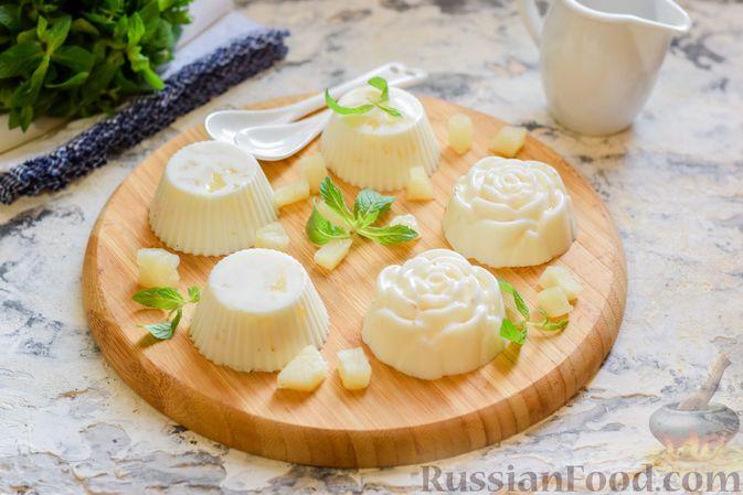 Фото к рецепту: Молочное желе с ананасами