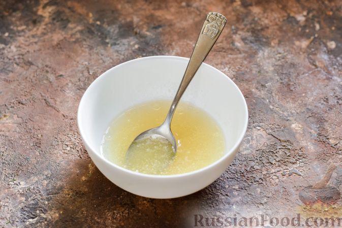 Фото приготовления рецепта: Молочное желе с ананасами - шаг №2