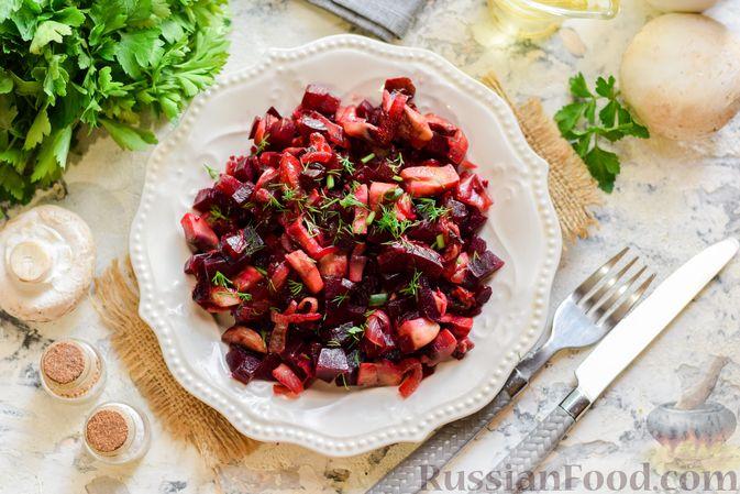 Фото к рецепту: Салат из свёклы и шампиньонов