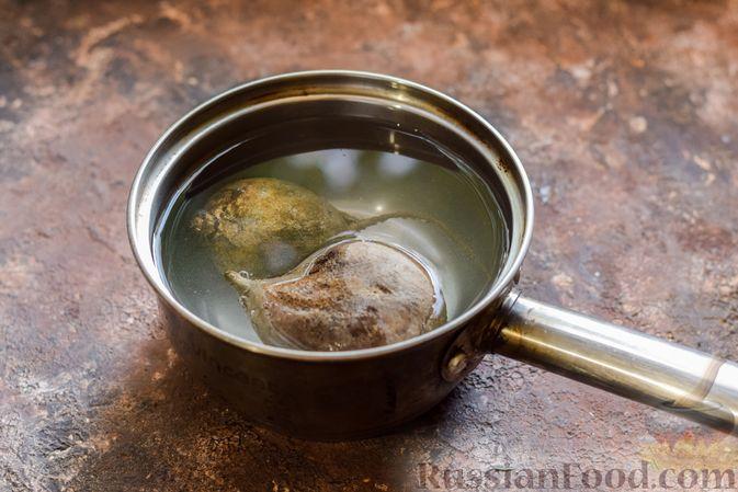 Фото приготовления рецепта: Салат из свёклы и шампиньонов - шаг №2