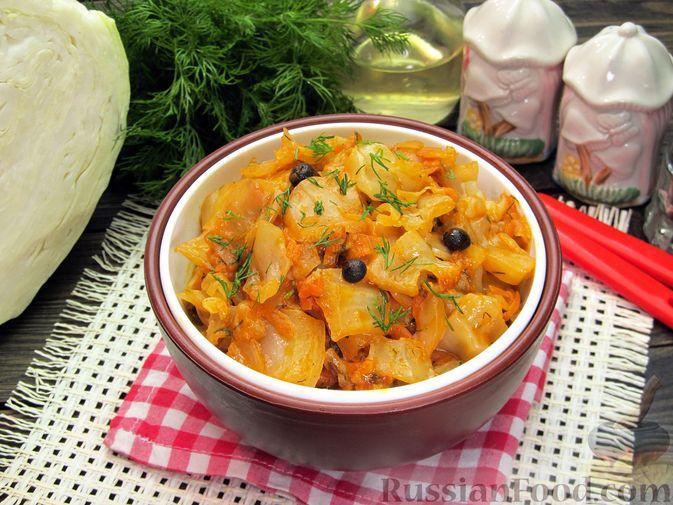 Фото к рецепту: Тушёная капуста со сметанно-томатной заправкой