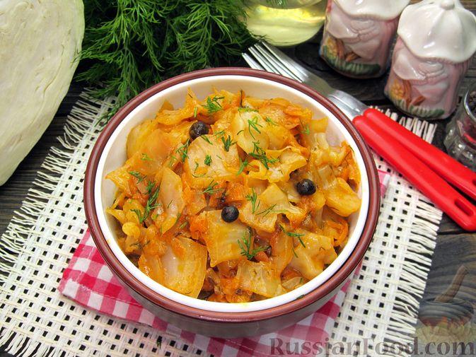 Фото приготовления рецепта: Тушёная капуста со сметанно-томатной заправкой - шаг №14