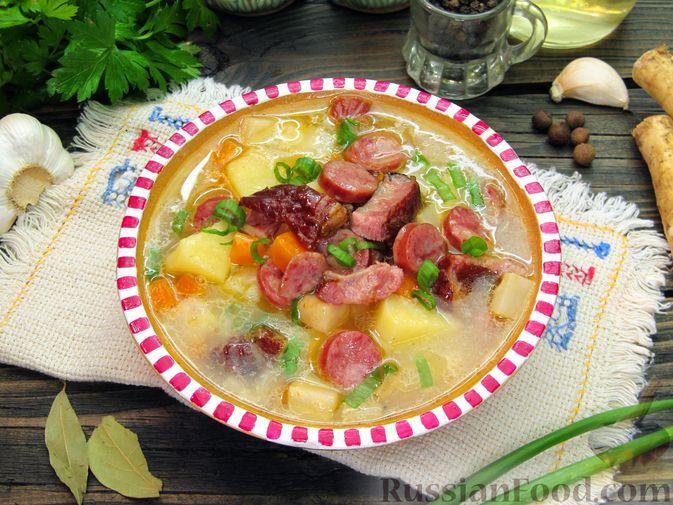 Фото к рецепту: Суп с копченостями, корнем сельдерея и сметаной