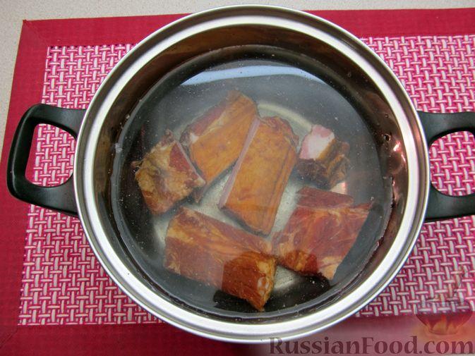 Фото приготовления рецепта: Суп с копчёностями, корнем сельдерея и сметаной - шаг №2