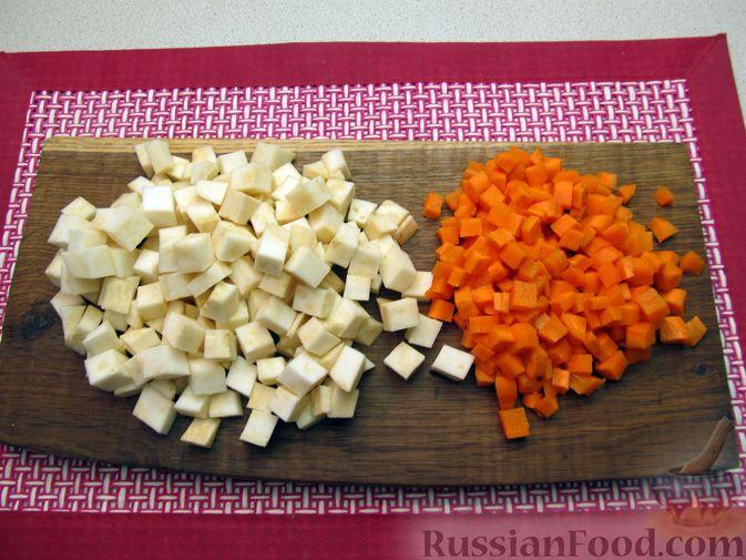 Фото приготовления рецепта: Суп с копченостями, корнем сельдерея и сметаной - шаг №3