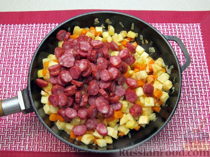 Фото приготовления рецепта: Суп с копченостями, корнем сельдерея и сметаной - шаг №8