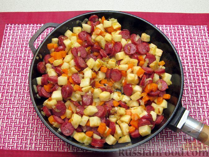 Фото приготовления рецепта: Суп с копченостями, корнем сельдерея и сметаной - шаг №9