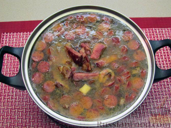 Фото приготовления рецепта: Суп с копченостями, корнем сельдерея и сметаной - шаг №14