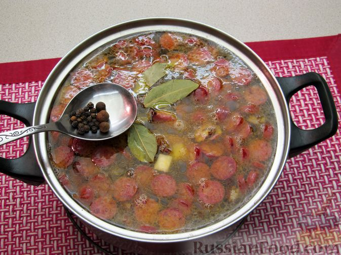 Фото приготовления рецепта: Суп с копченостями, корнем сельдерея и сметаной - шаг №15