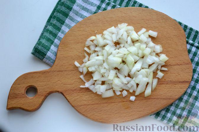 Фото приготовления рецепта: Картошка, тушенная со свиной печенью - шаг №2