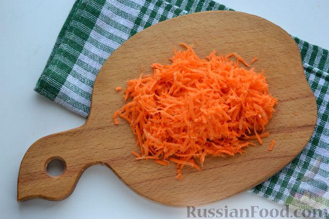 Фото приготовления рецепта: Картошка, тушенная со свиной печенью - шаг №3