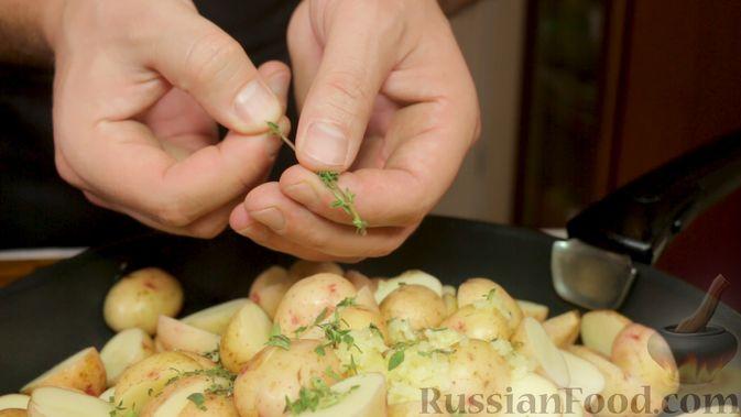Фото приготовления рецепта: Свинина с картошкой в духовке - шаг №4