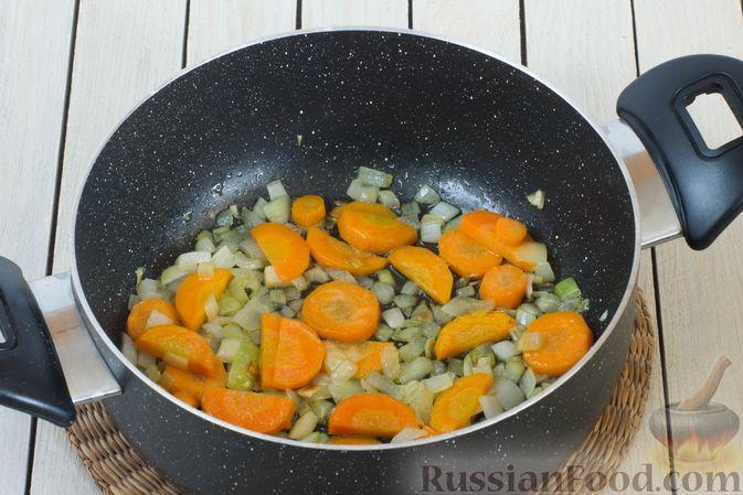 Фото приготовления рецепта: Тыквенное пюре с цветной капустой и морковью - шаг №3