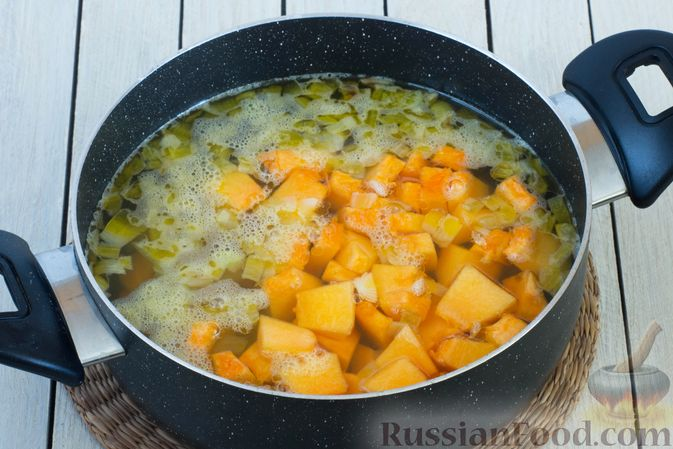 Фото приготовления рецепта: Тыквенное пюре с цветной капустой и морковью - шаг №5