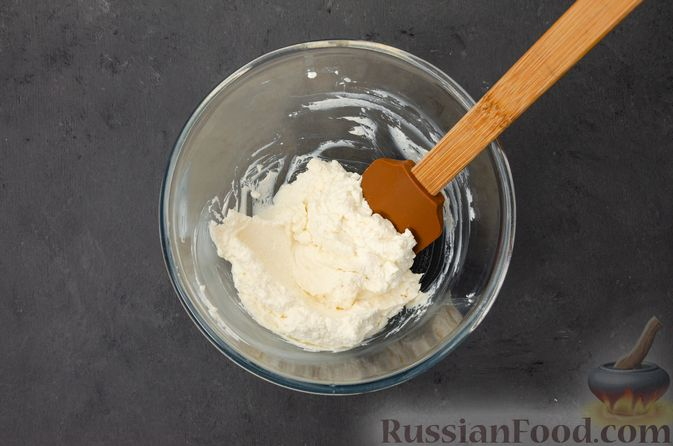 Фото приготовления рецепта: Творожный кекс с изюмом - шаг №4