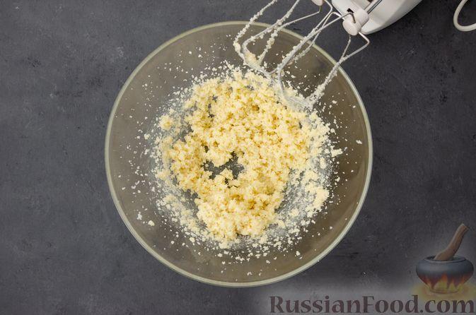Фото приготовления рецепта: Творожный кекс с изюмом - шаг №6