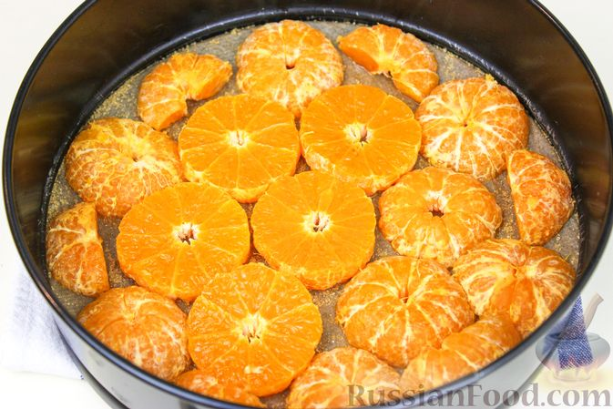 Фото приготовления рецепта: Пирог с мандаринами - шаг №4