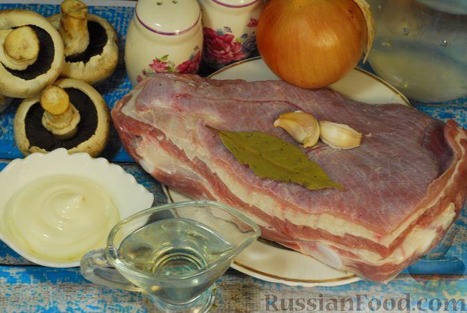 Фото приготовления рецепта: Говяжьи рёбрышки, тушенные с грибами и сметаной - шаг №1