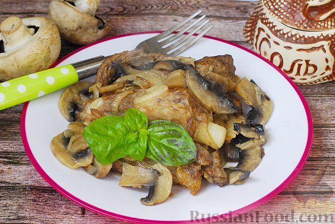 Фото к рецепту: Говяжьи рёбрышки, тушенные с грибами и сметаной
