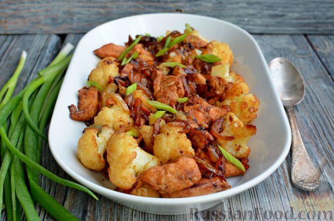 Фото приготовления рецепта: Куриное филе в соево-томатном маринаде, жаренное с цветной капустой - шаг №14