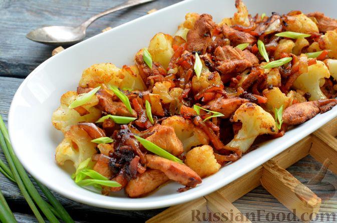 Фото приготовления рецепта: Куриное филе в соево-томатном маринаде, жаренное с цветной капустой - шаг №15