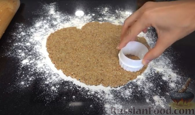 Фото приготовления рецепта: Кунжутное печенье на скорую руку (постная выпечка) - шаг №4