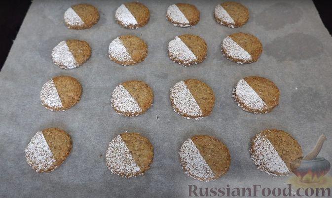 Фото приготовления рецепта: Кунжутное печенье на скорую руку (постная выпечка) - шаг №6