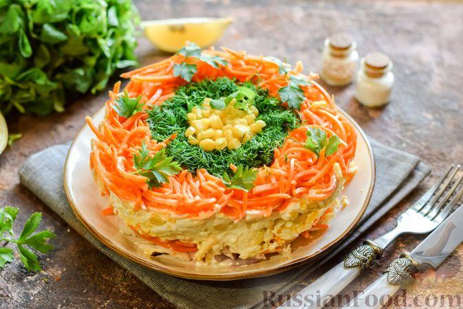 Фото к рецепту: Слоёный салат с курицей, кукурузой, морковью по-корейски и сыром