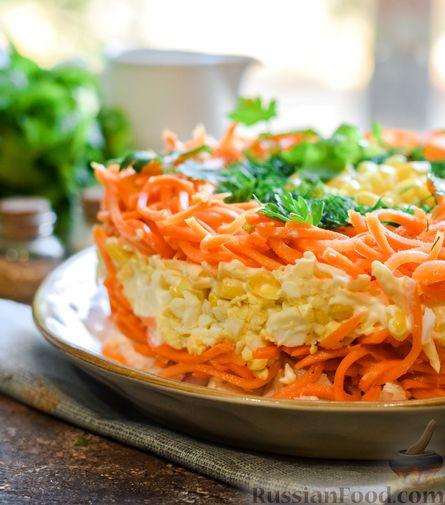 Фото приготовления рецепта: Слоёный салат с курицей, кукурузой, морковью по-корейски и сыром - шаг №17