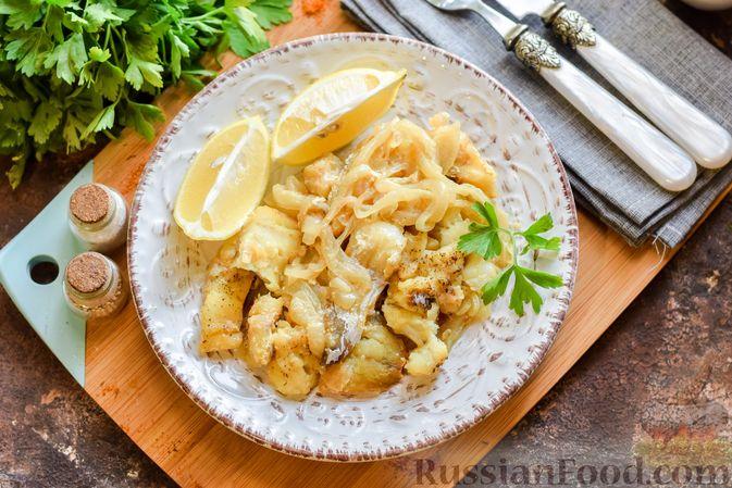 Фото приготовления рецепта: Минтай, запечённый с луком ( в рукаве) - шаг №11