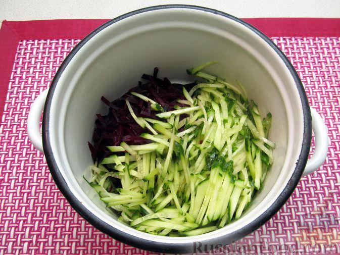 Фото приготовления рецепта: Холодный свекольник - шаг №7