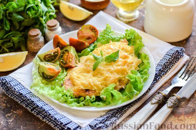 """Фото к рецепту: Куриное филе, запечённое под картофельно-сырной """"шубкой"""""""