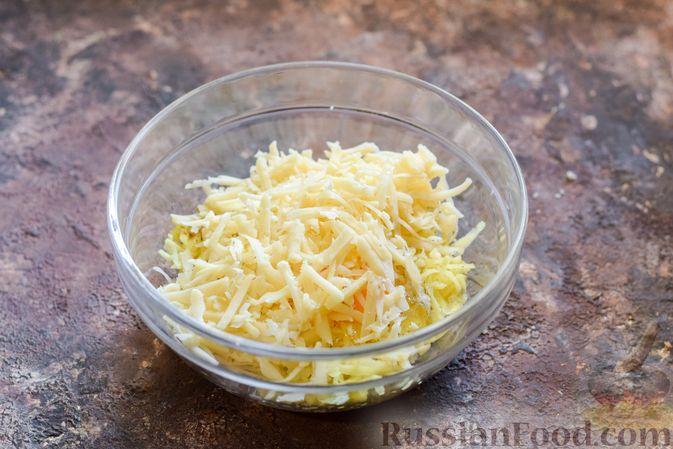 """Фото приготовления рецепта: Куриное филе, запечённое под картофельно-сырной """"шубкой"""" - шаг №5"""