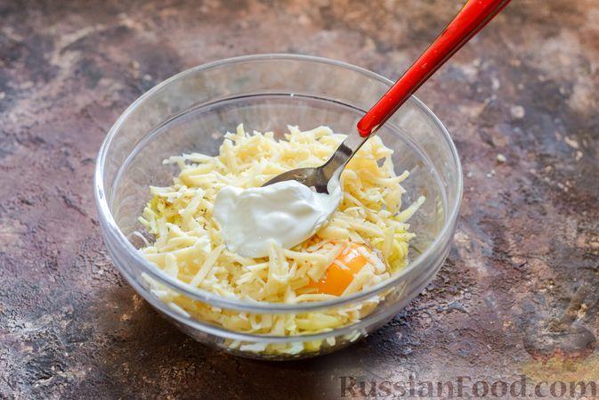 """Фото приготовления рецепта: Куриное филе, запечённое под картофельно-сырной """"шубкой"""" - шаг №6"""