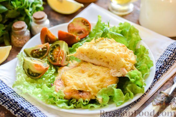 """Фото приготовления рецепта: Куриное филе, запечённое под картофельно-сырной """"шубкой"""" - шаг №12"""