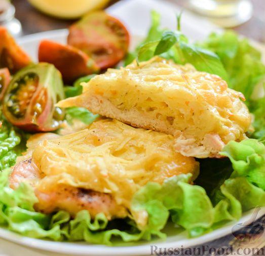 """Фото приготовления рецепта: Куриное филе, запечённое под картофельно-сырной """"шубкой"""" - шаг №13"""