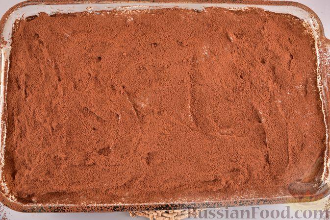 Фото приготовления рецепта: Шоколадный бисквит с заварным кремом - шаг №11