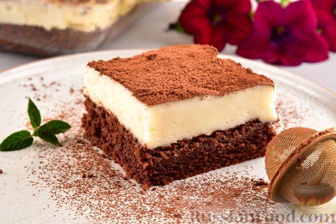 Фото приготовления рецепта: Шоколадный бисквит с заварным кремом - шаг №12
