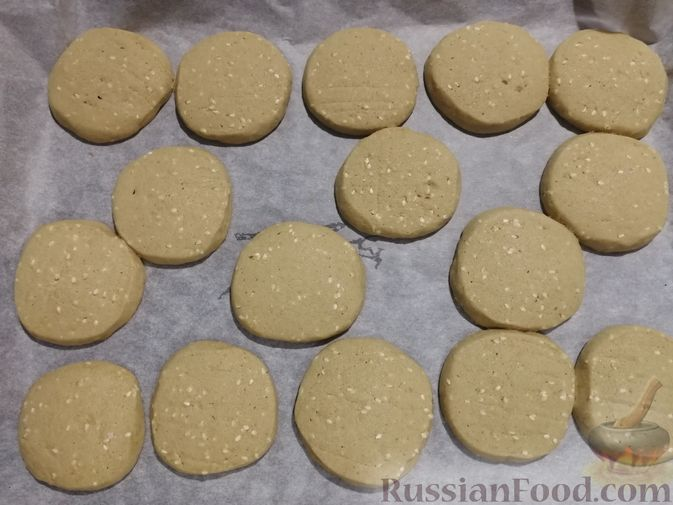 Фото приготовления рецепта: Кунжутное печенье с зелёным чаем - шаг №10