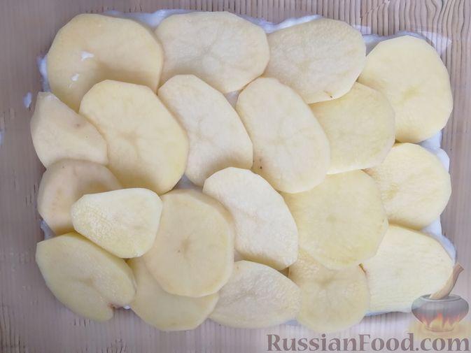 Фото приготовления рецепта: Картофельная запеканка с ветчиной, сыром и соусом бешамель - шаг №8