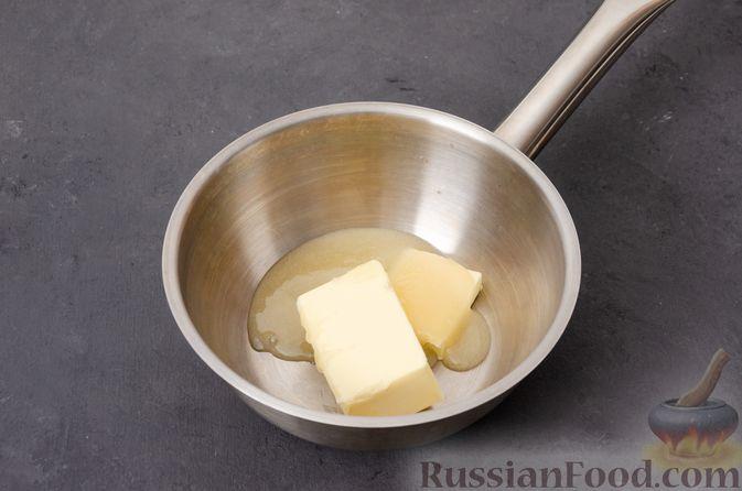 Фото приготовления рецепта: Яблочное печенье с мёдом, сухофруктами и орехами - шаг №2
