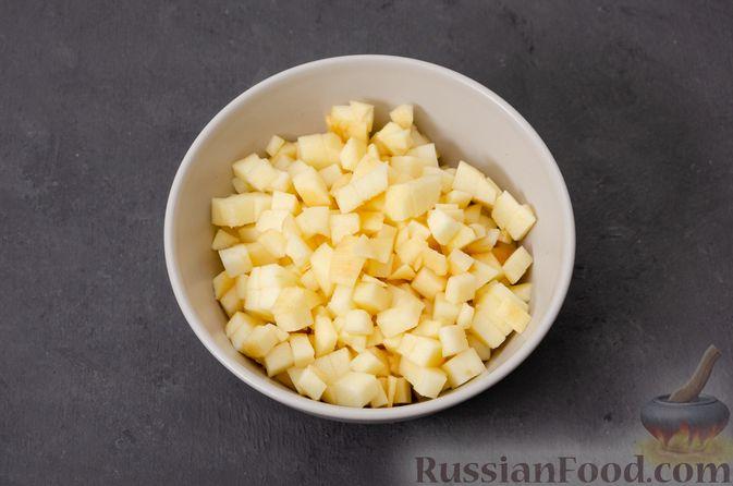 Фото приготовления рецепта: Яблочное печенье с мёдом, сухофруктами и орехами - шаг №5