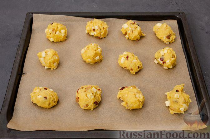 Фото приготовления рецепта: Яблочное печенье с мёдом, сухофруктами и орехами - шаг №13