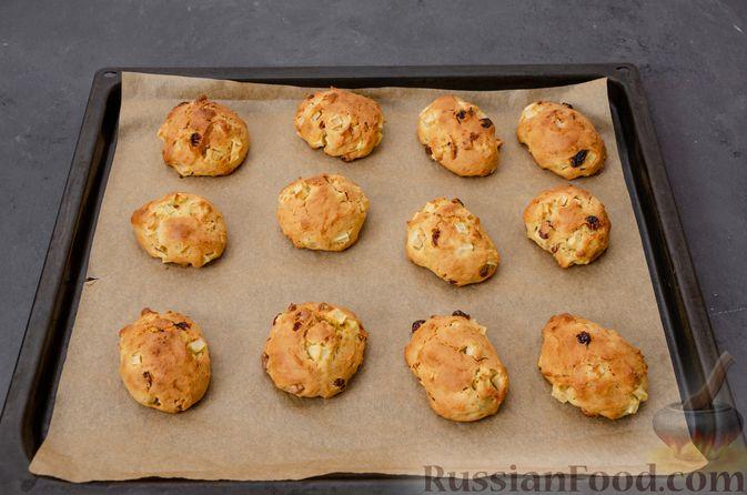 Фото приготовления рецепта: Яблочное печенье с мёдом, сухофруктами и орехами - шаг №14
