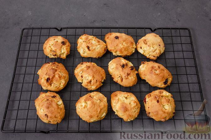 Фото приготовления рецепта: Яблочное печенье с мёдом, сухофруктами и орехами - шаг №15
