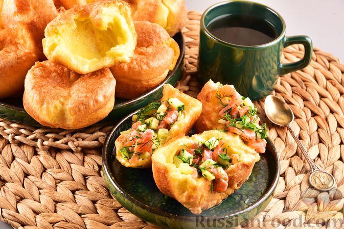 Фото к рецепту: Йоркширские пудинги с начинкой из солёной сёмги и свежего огурца