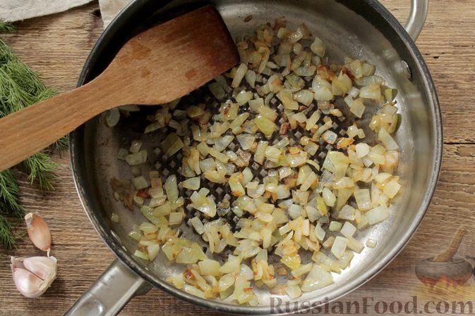 Фото приготовления рецепта: Куриное филе, тушенное в кефире - шаг №4