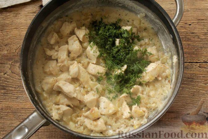 Фото приготовления рецепта: Куриное филе, тушенное в кефире - шаг №9